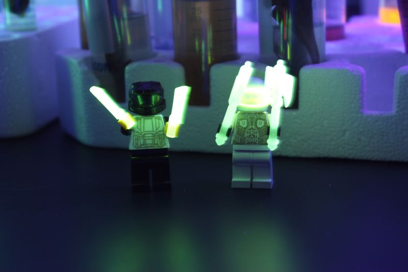 How do Black Lights Work, Why do Highlighters Look So Bright, and ...