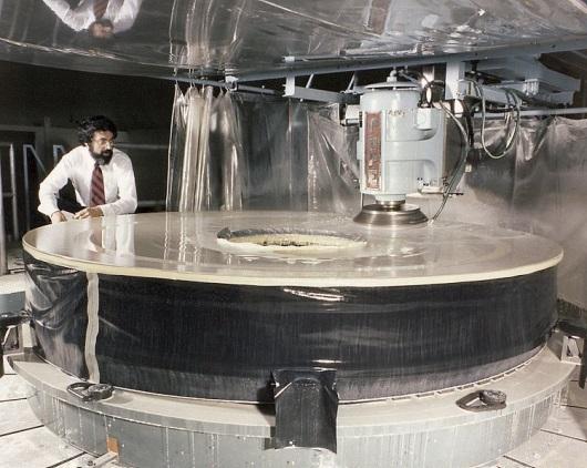 10 - hubble telescope giant aperture mirror