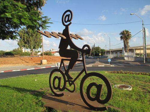 The Internet Messenger by Buky Schwartz. Photo via Dr. Avishai Teicher.