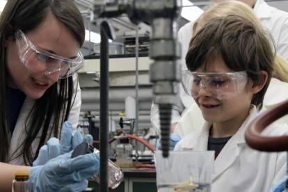 2 - children excited science fingerprint forensics