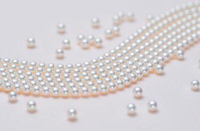 Juli-pearls